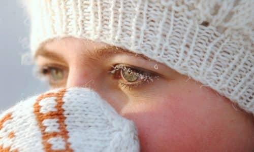 Первые симптомы заболевания развиваются спустя несколько часов после переохлаждения или действия других провоцирующих факторов