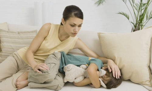 При отеке ребенок жалуется на боль, дискомфорт