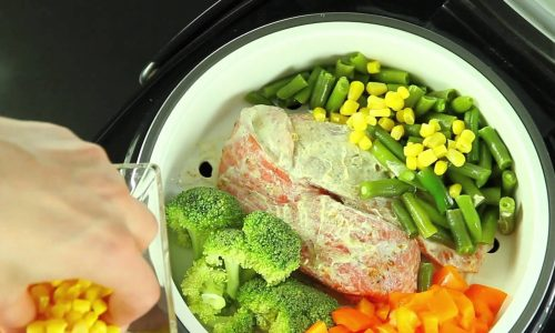 Больному циститом блюда лучше готовить на пару, тушить или отваривать