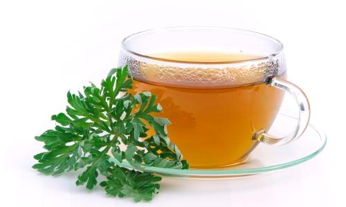 Для приготовления отвара полыни используют свежую зелень, ее заливают 1 стаканом кипятка, настаивают 1 час